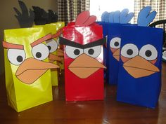 DIY Angry Birds Favor Bags: Tutorial with Free Printables.