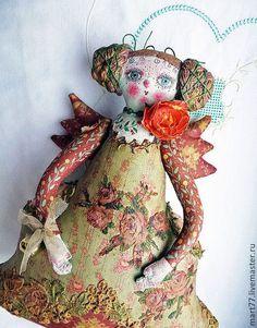 Купить или заказать Фея 'Динь-Динь' в интернет-магазине на Ярмарке Мастеров. Кукла-фея-с крылышками и колокольчиком на ручке, расписана вся в ручную. Ею можно играть -она пропитана лаком так что при необходимости её можно протереть слегка влажной тряпочкой , так же её можно присаживать в интерьере-она прекрасно сидит))К кукле идёт подарочек-на усмотрение заказчика-любой из 'ванильных…