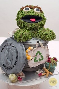 Oscar the Grouch cake...I need to make this for my friend!!