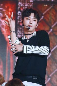 Wanna One 윤지성 (Yoon Jisung) Lai Guanlin, Lee Daehwi, Ong Seongwoo, Kim Jaehwan, Ha Sungwoon, Produce 101, Ji Sung, Hunger Games, Bae