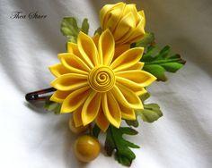 Yellow Mum Kanzashi -2009 Thea Starr Diy Ribbon Flowers, Cloth Flowers, Kanzashi Flowers, Fabric Roses, Ribbon Art, Ribbon Crafts, Flower Crafts, Ribbon Bows, Felt Crafts