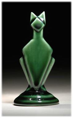 "Echo of Deco British Art Pottery Racing Green Cat (il ressemble au ""Chat"" de Gellûck ? Art Nouveau, Glass Ceramic, Ceramic Art, Art Deco Furniture, Art Deco Design, Love Art, Art Deco Fashion, Cat Art, Pottery Art"