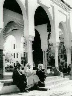 El feddane in 1950 Marrakesh, Old Town, Street View, Places, Orient, Date, Authenticity, Interior Design, Special Forces