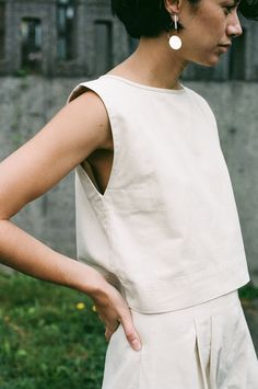 From Ilana Kohn's collection of versitile and contemporary basics, the Kate Crop cut in a washed natural cotton twill that has been sourced and...