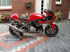 Discover a few of my well liked builds - unique scrambler ideas like this Ducati 900ss, Ducati 750, Ducati Cafe Racer, Cafe Racer Bikes, Cafe Racer Motorcycle, Cafe Racers, First Time Driver, Best Car Insurance, News Cafe