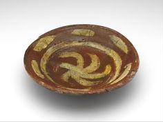 dish , 1375 - 1450 diam. 27 cm slip decoration, lead glaze, redware (Europe > Western Europe > The Netherlands > South Holland > Leiden)