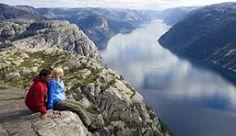 hiking in norway - Blicken Sie vom Preikestolen (Felskanzel) auf den Lysefjord in Norwegen - Foto: Terje Rakke/Nordic Life/Region Stavanger