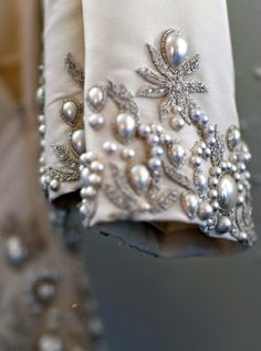 Oscar de la Renta Bridal 2013 - photo by couture detail Couture Embroidery, Beaded Embroidery, Hand Embroidery, Embroidery Designs, Beaded Lace, Couture Details, Fashion Details, Fashion Design, Bordados E Cia