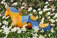 Dala horses in Swedish colors