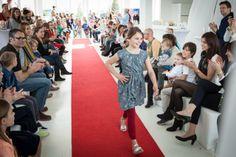 Auftritt: Ein riesen Publikum erwartet unsere Nachwuchs-Models.