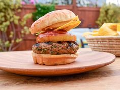 Sunny's Maui Luau Burger - Maui Luau Burger Recipe from Sunny Anderson via Food Network The Kitchen - Burger Dogs, Pork Burgers, Good Burger, Hamburgers, Burger Recipes, Pork Recipes, Recipies, Golf Course Cake, Avocado Cheesecake
