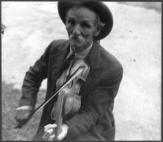 Mountain fiddler, photo by Ben Shahn