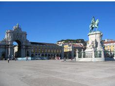 Praça do Comércio.  Una de las plazas más importantes de Lisboa, con unas espléncidas vistas al Estuario del Tajo y antíguo terreno donde se asento el Palacio Real de Lisboa.