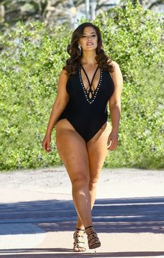 Ashley Graham Uses Unretouched Paparazzi Shots for Her New Swimsuit For All Campaign black monokini