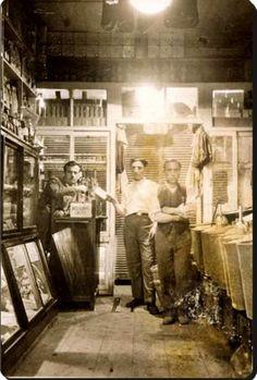 1930lu yıllarda bir bakkal dükkanı  #birzamanlar #nostalji #istanlook