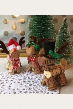 Wine Cork Ornaments, Wine Cork Crafts, Diy Ornaments, Christmas Ornaments, Country Christmas Crafts, Cutting Glass Bottles, Christmas Decorations, Holiday Decor, Christmas Ideas