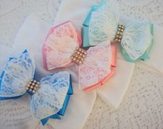 Crochet Top Girl Products New Ideas Ribbon Hair Bows, Bow Hair Clips, Ribbon Art, Ribbon Crafts, Crochet Kids Scarf, Crochet Top, Bow Hanger, Fancy Bows, Flower Hair Bows
