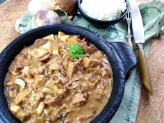 Hříbková omáčka s uzeným tempehem – Snědeno.cz Tempeh, Curry, Ethnic Recipes, Food, Curries, Essen, Meals, Yemek, Eten