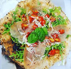 """Pizza Napoletana è tornata in affari/este din nou pe """"piață"""" - FoodCrew Prosciutto, Bruschetta, Mozzarella, Tacos, Pizza, Mexican, Ethnic Recipes, Food, Essen"""