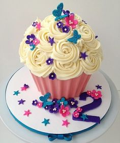 Flower Butterfly Cupcake... This is perfect for the first birthday cake.