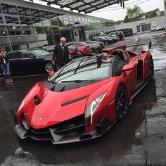 You can never have enough pics of a #Lamborghini #Veneno I've never had my pictures shared like I have with this car...It is a spaceship Can you spot my R8 or @SeenThroughGlass's 4C in this picture? I can't...I can only see a Veneno #SupercarsofLondon