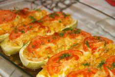 Share:  Reteta aceasta o am de la prietena mea, Anca si pot spune ca a avut mare succes. O puteti adapta in perioada postului, eliminand din reteta cascavalul sau mozzarella.E gustoasa, lejera, plina de vitamine si culoare. Cel mic iubeste retetele noi, colorate si este cel care da ok-ul in bucatarie.   INGREDIENTE: 4 dovlecei, 4 linguri de … Avocado Salad Recipes, Romanian Food, Cookie Recipes, Zucchini, Vegetarian Recipes, Food And Drink, Vegetables, Cooking, Breakfast