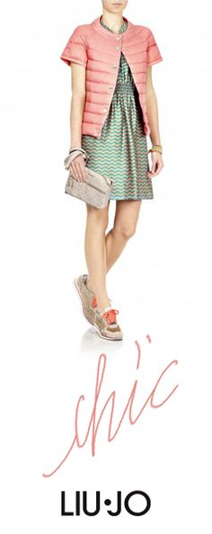 Mini dress and clutch for the chic look #liujo #sneakers
