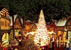 Christmas town, Germany. I WANNA GOOOOO!