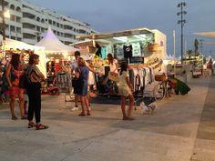 La caravana solidaria de Botón sigue su itinerario por la Costa del Sol Puedes encontrar la #moda ética más fresca y solidaria en la Feria Milla De Oro, en el Centro Comercial Plaza del Mar, Marbella Pásate a probarte tus camisetas favoritas de Botón!!