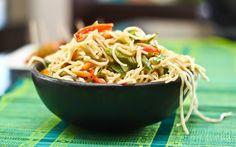 Vegetarian Hakka Noodles (Chinese Chow mein Recipe)