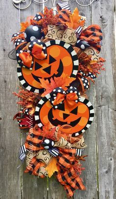 Pumpkin Swag by Holiday Baubles Halloween Mesh Wreaths, Scary Halloween Decorations, Halloween Ornaments, Holidays Halloween, Holiday Wreaths, Halloween Crafts, Deco Mesh Wreaths, Spooky Decor, Fall Crafts