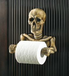 Spooky Toilet Paper Holder Halloween is coming! Are You Ready! This bony fellows grinning every time the papers spinning. Spooky toilet paper holder is a most unexpected addition to your bathroom; a daring decorators dream come true! Skull Decor, Skull Art, Skull Head, Skull Rock, Halloween Bathroom, Pirate Bathroom, Halloween Party, Halloween Skull, Halloween Horror