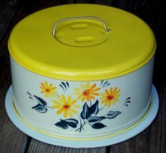 VINTAGE 1950'S Tin Cake Carrier Caddy w/lid YELLOW DAISIES | eBay