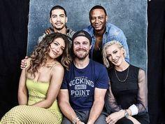 Comic-Con Photos 'Riverdale' 'The Walking Dead' And More Casts Walking Dead, Fear The Walking, Arrow Tv Shows, Arrow Tv Series, Arrow Serie, Scandal Quotes, Glee Quotes, Scandal Abc, Jack Bannon