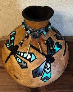 Hand-carved, hand-painted dragonfly gourd embellished with glass beads and leather. Decorative Gourds, Hand Painted Gourds, Native American Pottery, Native American Art, Gourds Birdhouse, Birdhouses, Southwest Art, Southwest Style, Jar Art