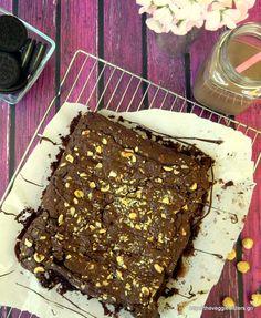 Scrumptious vegan chocolate oreo brownies:need we say more? What Recipe, Your Recipe, Vegan Bar, Vegan Food, Vegan Recipes, Oreo Brownies, Cupcake Cakes, Cupcakes, Vegan Chocolate