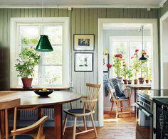 Swedish Cottage, Swedish Decor, Modern Cottage, Cottage Dining Rooms, Cottage Kitchens, Home Kitchens, English Decor, Cottage Interiors, Tiny Spaces