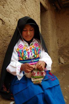 The Knitting Woman   Lake Titicaca   Peru   Photo By Yen-Chun Lin