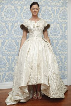 Hello fur accents! We love everything about this @moderntrousseau wedding dress.
