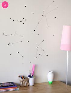 dale vida a tus paredes. constelaciones, hechas con chinchetas e hilos....... sin palabras