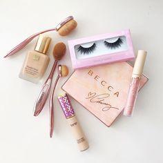 Pink essentials done right @allimarbella #houseoflashes #lashes #lashgamestrong #motd #flatlay #crueltyfree