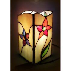 Piękna lampka witrażowa, wykonana ręcznie techniką tiffany. Polecamy !!!
