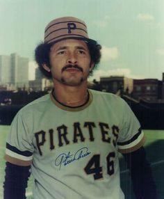 26- Antonio Armas (nacido el 2 de julio de 1953), como jugador disfrutó de gran popularidad durante los años ochenta siendo uno de los de mayor rendimiento en esa década. Jugó 14 temporadas en las Grandes Ligas désde que debutara el 6 de septiembre de 1976 con los Piratas de Pittsburgh.