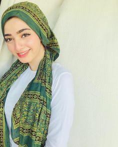 Pakistani Actress, Girls Dpz, Silk Scarves, Stylish Girl, Beautiful Actresses, Fancy, Actors, Kurti, Womens Fashion
