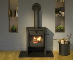 JAnus12 houtkachel - Product in beeld - Startpagina voor sfeerverwarmnings ideeën   UW-haard.nl Janus, Stove, Man Cave, Home Appliances, Fire, Wood, Home, House Appliances, Range