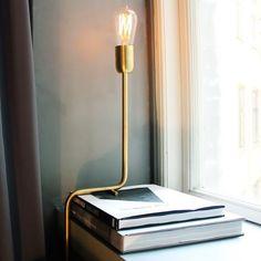 SnapWidget   Luminária tubular dourada, feita à mão. Lindo design do escritório sueco Rubn, que tem foco na produção artesanal de luminárias para o dia a dia. #design #interiores #luminária #iluminação #lighting #lightingdesign #light #decor #decoração