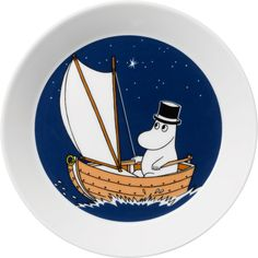 Children and adults alike fall in love with the sympathetic characters of Moomin Valley as created by the author Tove Jansson. The Arabia artist Tove Slotte-Elevant has designed the delightful Moomin objects in keeping with the original drawings. Blue Plates, Plates And Bowls, Plates On Wall, Moomin Shop, Classic Plates, Moomin Valley, Tove Jansson, Ceramic Tableware, Porcelain Mugs