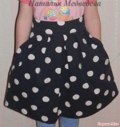 Детская юбочка с мягкими складками и карманами в боковом шве.