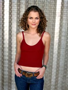 Keri Russell as Felicity Porter The Americans Tv Show, Keri Russell, Colored Curly Hair, Fashion Tv, Celebs, Celebrities, Classy Women, Beautiful Actresses, Cute Hairstyles