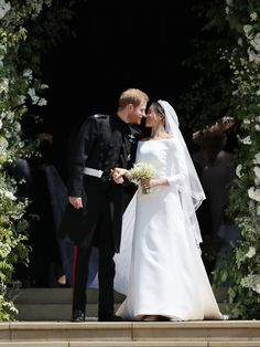 Royal Wedding Latest: Meghan Markle And Prince Harry Kiss Outside Chapel As Husband And Wife- ellemag